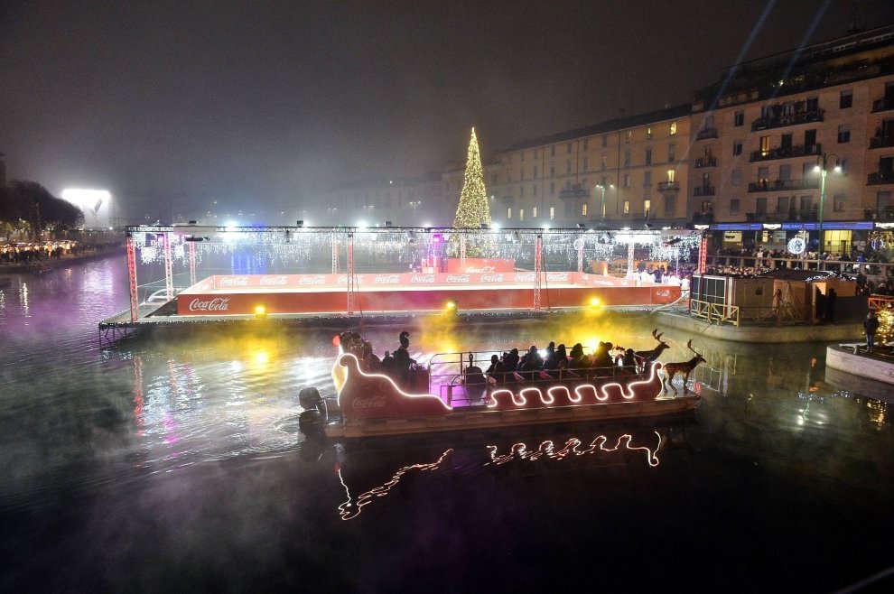 Natale sulla slitta di Babbo Natale in Darsena a Milano